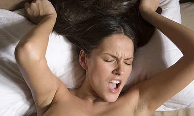 Девушка плачет при оргазме видео