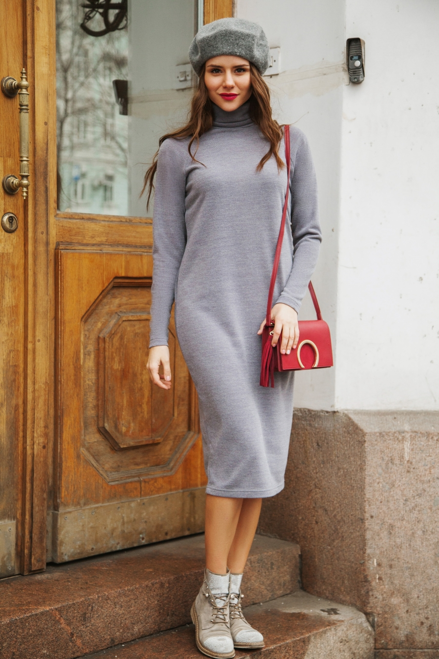 Серое платье водолазка