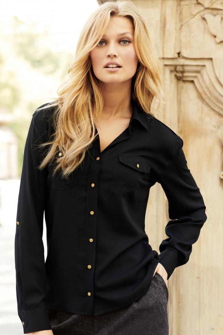 455c27df17c Черная рубашка незаменимая вещь каждой леди  стиль и элегантность в ...