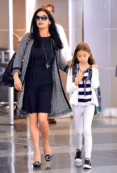 d548a733822 Эвелина Хромченко  как правильно носить маленькое черное платье ...