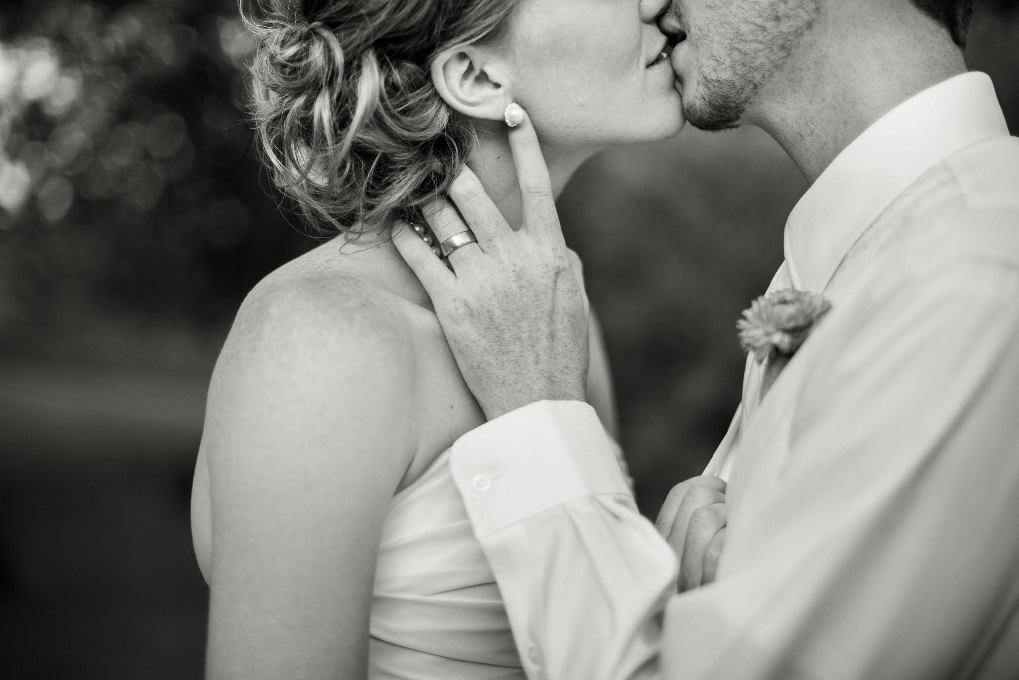 подтверждающий поцелуйчик фото и картинки расположилась недалеко станции