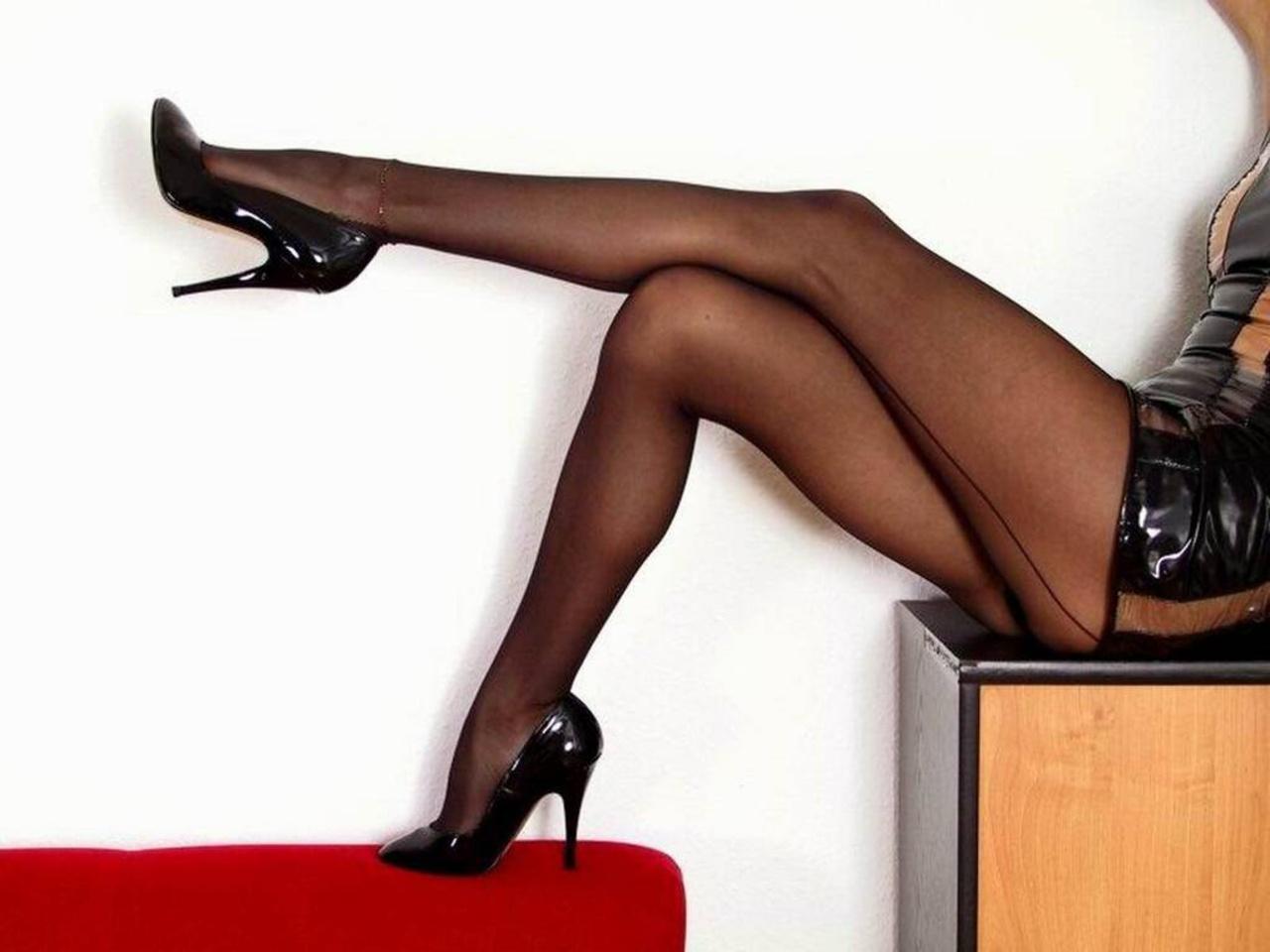 Выложили нет фото женщина ножки колготки интим
