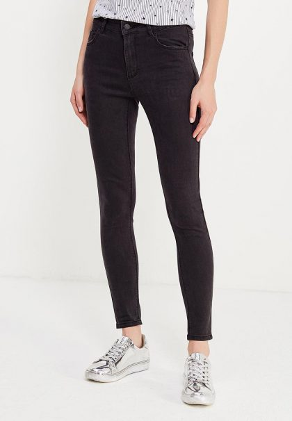 Тёмные джинсы