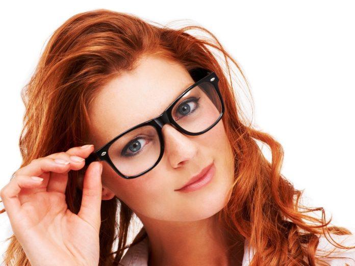 макияж для женщин в очках