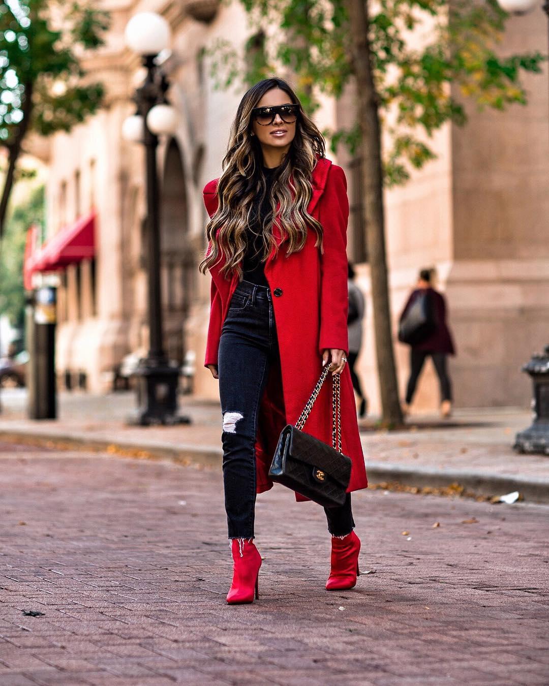 850608fab5a9 Хит сезона — красное пальто: как и с чем носить   Femmie