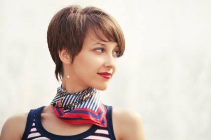 макияж для женщин с короткими волосами
