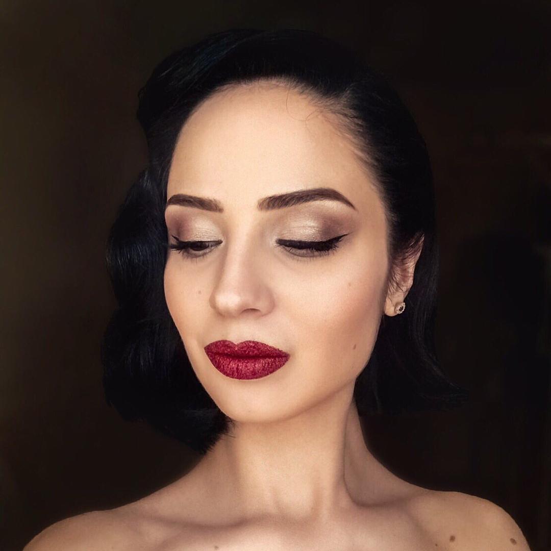армянка с накрашенными губами - 10