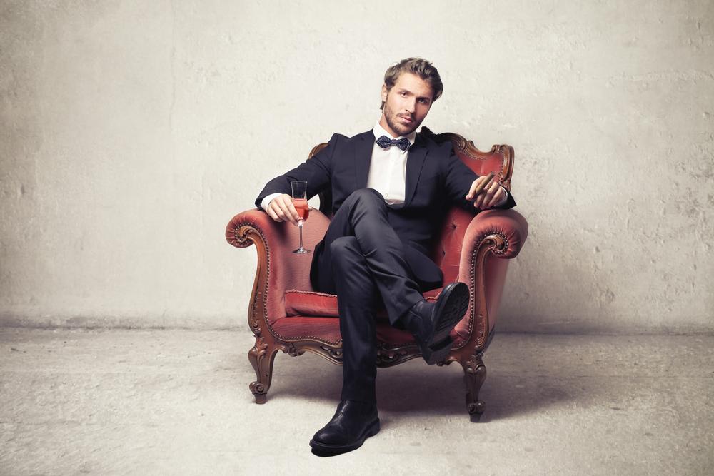 общем, модный мужчина на кресле сидит фото это