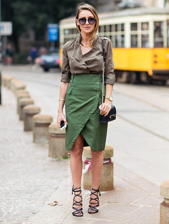Например, варианты образов могут быть такие – шифоновая юбка макси и  рубашка с милитари-элементами, куртка с камуфляжным принтом в сочетании с  легким ... df6939a37d3