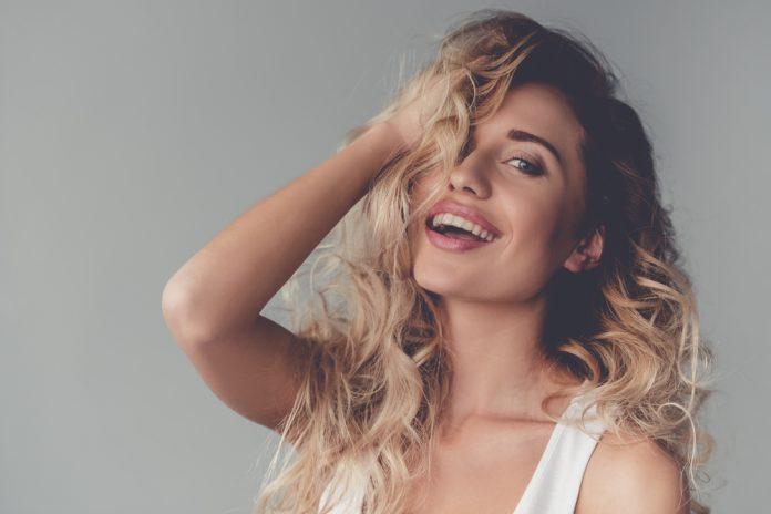 3 простые прически, которые придадут объем даже самым тонким волосам