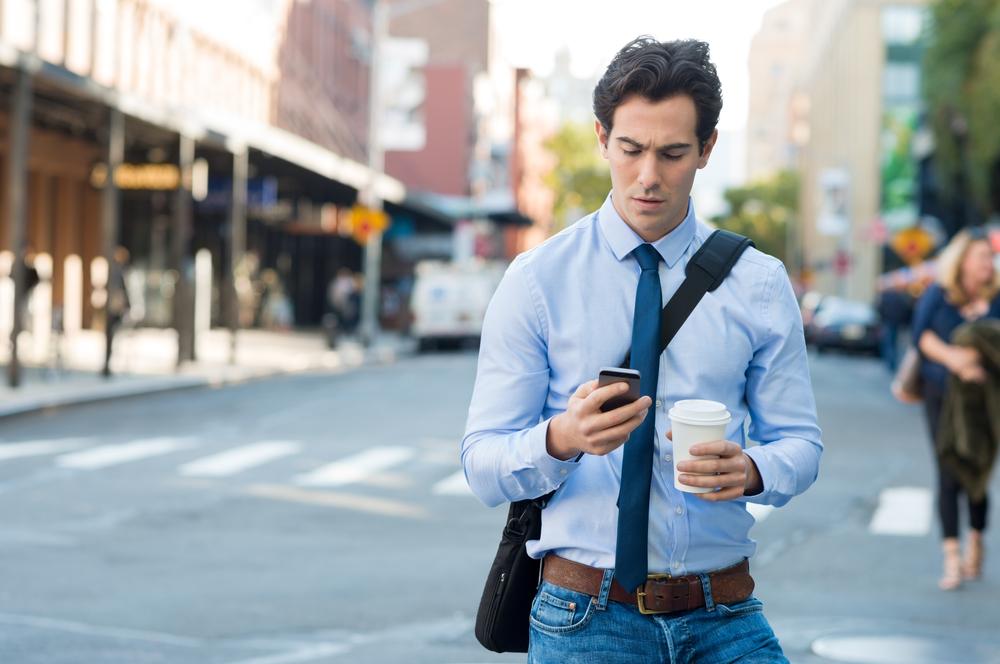 подверглась картинки мужчины на смартфон это поможет приобрести