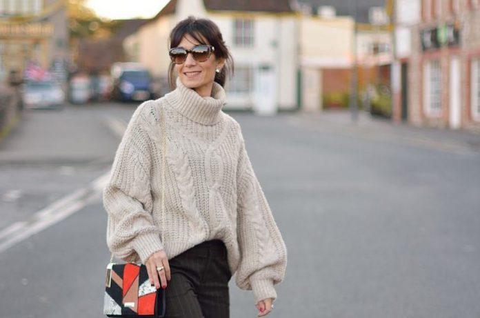 5 способов носить свитер так, чтобы выглядеть на 10 лет моложе