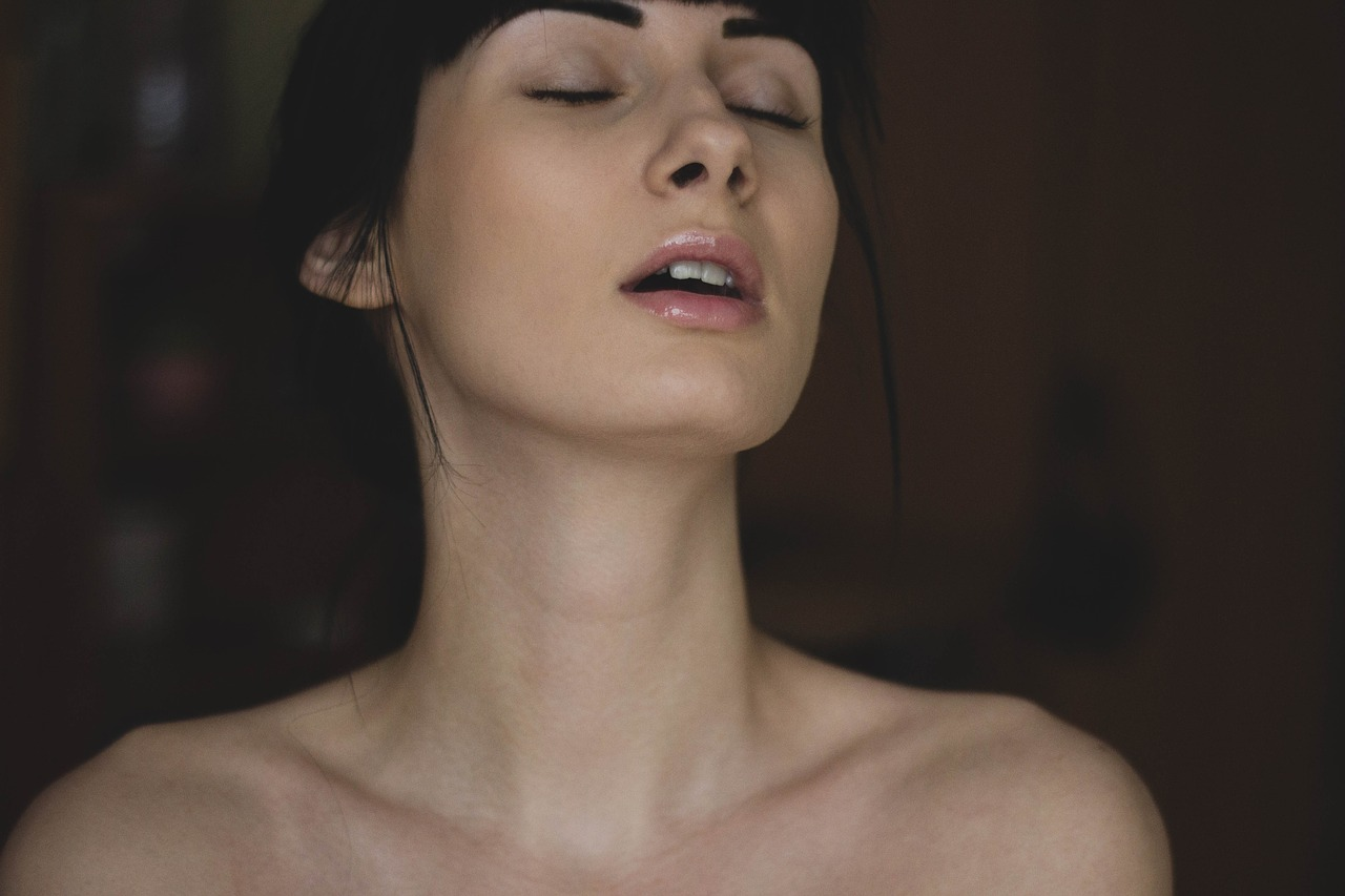 eblya-studencheskoy-snyatie-na-video-nastoyashie-orgazmi-cheshki-starushki-foto