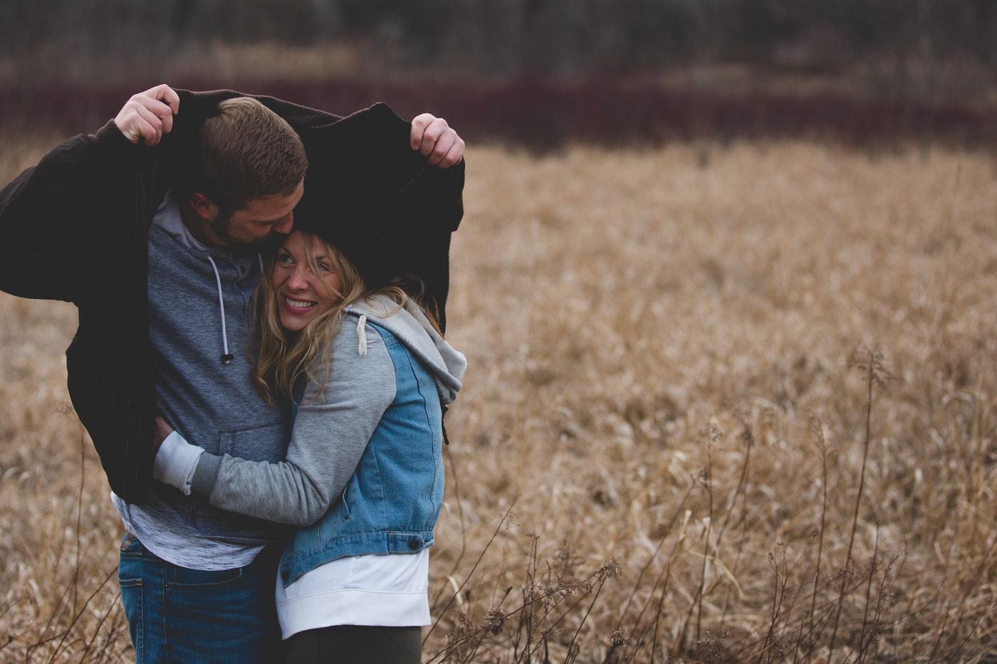 Мужчина и женщина прижимаются фото, милашки на вебку