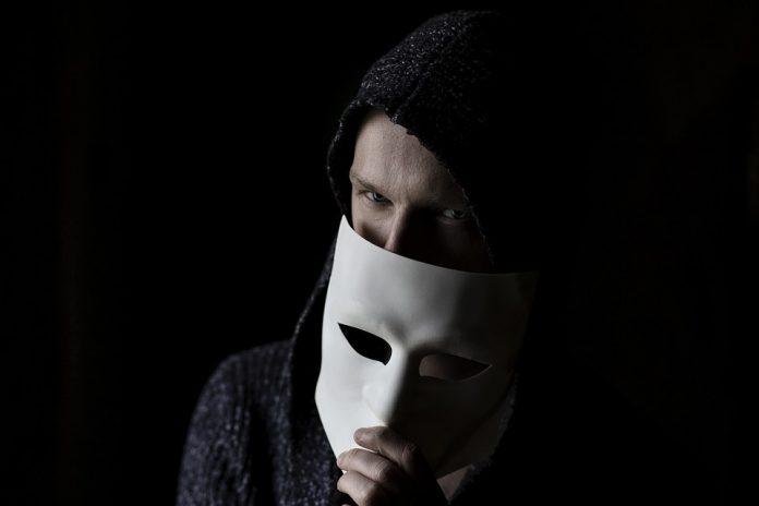 5 фраз, которые бросает недостойный вас мужчина