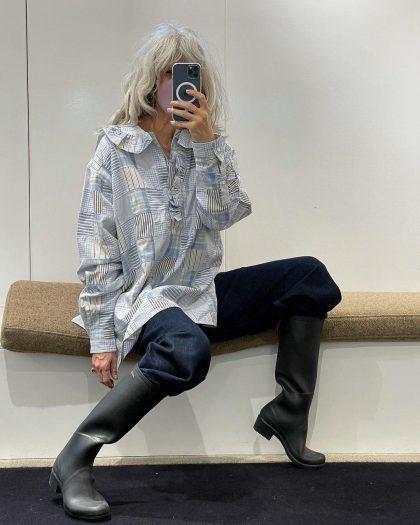 4 хитрости с обычными джинсами, чтобы в 50+ не выглядеть на свой возраст