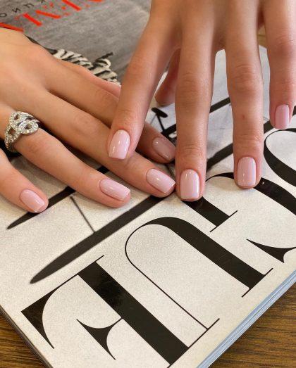 Как красят ногти богатые женщины