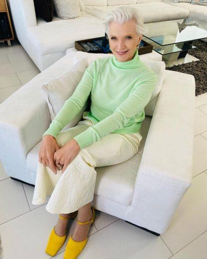 5 цветов в одежде, которые делают 60-летнюю женщину привлекательной