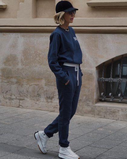 Как стильно носить брюки-джоггеры, если вам за 50