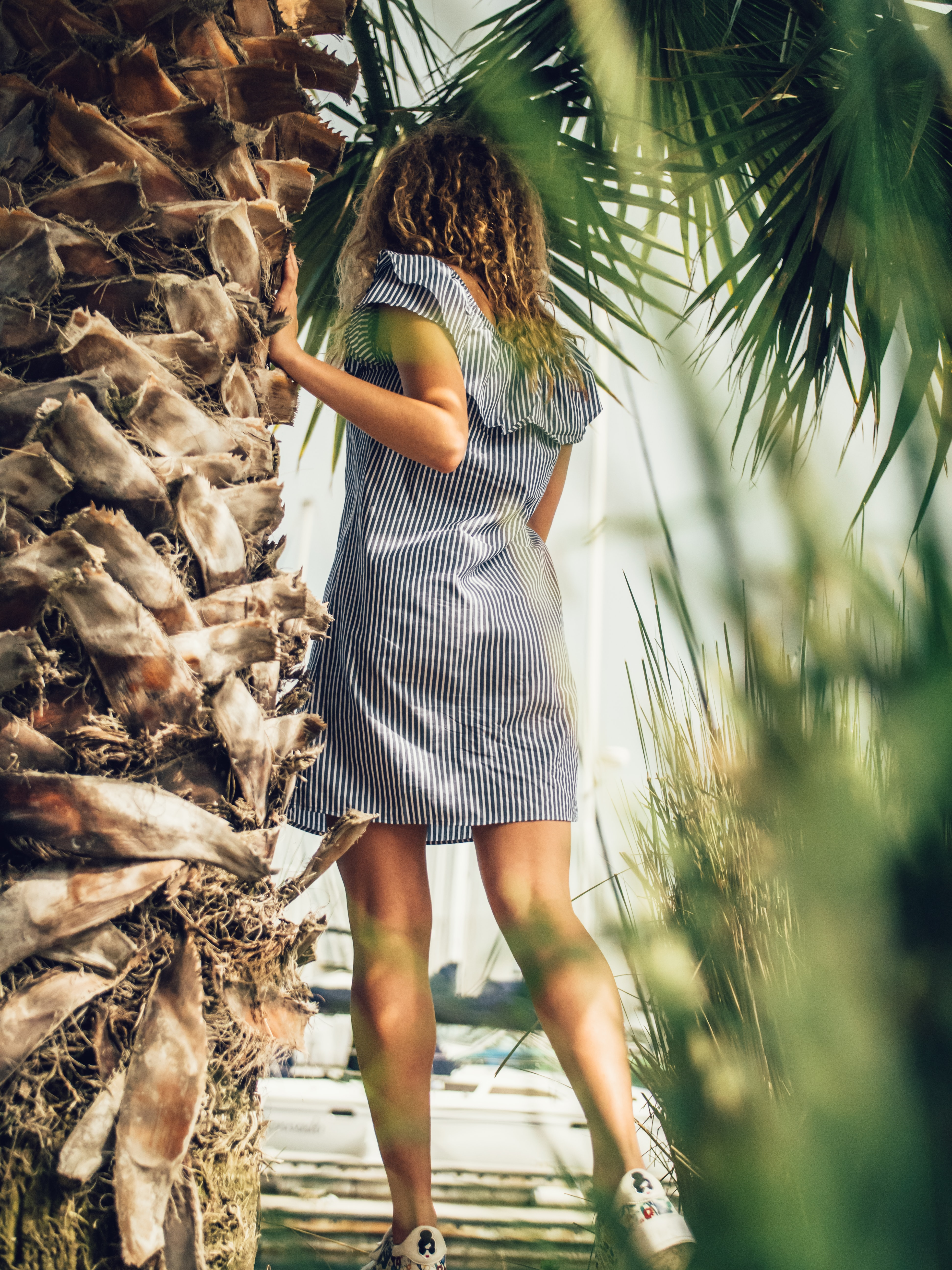 Платье с V-образным вырезом 1